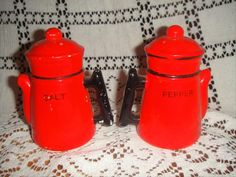 Vintage-Coffee-Pot-Figural-Salt-and-Peppers