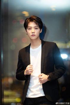 20190122 LuHan Studio Weibo Update: Yesterday Boss Lu just came back from Europe glamorously and wild Lu attended L'Oréal Men Expert Exciting Challenging Night. Chanyeol, Kyungsoo, Hunhan, Luhan Weibo, Chen, Baby Lulu, Gu Family Books, Big Bang Top, Exo Album