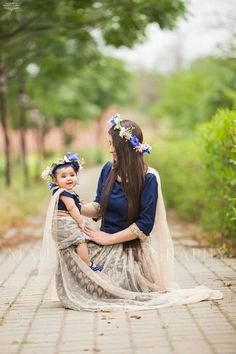 Mummy and daughter combination Mother Daughter Fashion, Daughter Love, Mother Daughters, Cute Baby Girl, Cute Girls, Mom Baby, Family Outfits, Girl Outfits, Mom Daughter Matching Dresses