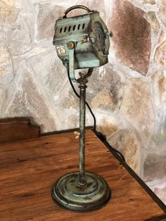 antiguo reflector de cine - vintage cinema searchlight  dinkie inkie- manes marzano collection design