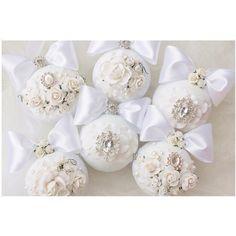 Белые комочки выполнены на заказ❄️✨диаметр шаров 8 см,окрашены вручную! Краска не пахнет ,аллергики могут спать спокойно