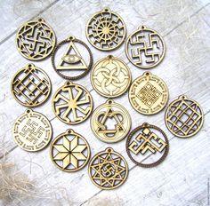 Bordados Viking, Dremel Rotary Tool, Coin Necklace, Pagan, Vikings, Carving, Hacks, Ornaments, Patterns