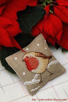 """Dovana siuvinėjimo draugei...    A gift for a stitching friend...    Motyvas iš""""Les rouges - gorges et la neige"""" (""""De fil en aiguille"""" Nr.5..."""