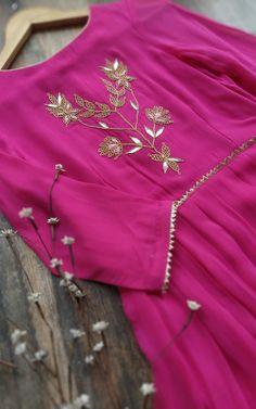 Peach Gota Patti V-neck Kurta Indian Attire, Indian Outfits, Indian Dresses, Kurta Designs, Blouse Designs, Eid Outfits, Fashion Outfits, Dress Outfits, Kurti Embroidery Design