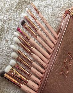Ζoeva Rose Gold Makeup Brushes … Ζoeva Rose Gold Make-up Pinsel Cute Makeup, Makeup Geek, Makeup Tools, Skin Makeup, Makeup Inspo, Makeup Inspiration, Makeup Ideas, Clean Makeup, Makeup Kit