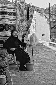 Another way to hold your distaff - put it in a flower pot with some bricks. Village Life in Crete, Greece Myconos, Greece Pictures, Old Greek, Crete Island, Greek History, Greek Culture, Crete Greece, People Of The World, Portraits