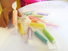 American Girl Doll Craft How to Make Taffy Candy. As you know, my dolls love their treats! I'm sure your doll does too! So, today I'm going to show you how to make some super easy Taffy candy for your doll! American Girl Food, Ropa American Girl, American Girl House, American Girl Crafts, American Girl Clothes, Barbie Food, Doll Food, How To Make Taffy, American Girl Accessories