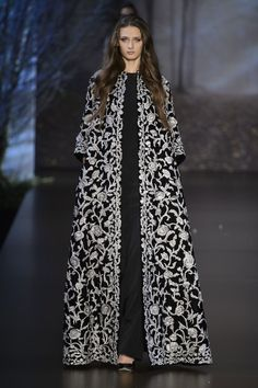 View all the catwalk photos of the Ralph & Russo haute couture fall 2015 showing at Paris fashion week. Haute Couture Style, Couture 2015, Couture Mode, Couture Fashion, Runway Fashion, Couture Week, Paris Fashion, Abaya Fashion, Fashion Dresses