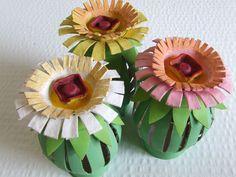 Un tutorial semplice ed originale, per creare incantevoli fiori dal riciclo dei tubi di cartone e delle confezioni delle uova. Lo stelo bombato è ottenuto..