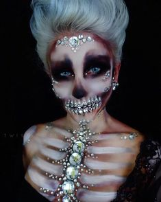 Looking for for inspiration for your Halloween make-up? Navigate here for creepy Halloween makeup looks. Skeleton Makeup, Skull Makeup, Sfx Makeup, Costume Makeup, Dead Makeup, Creepy Halloween Makeup, Halloween Looks, Easy Halloween, Halloween Costumes