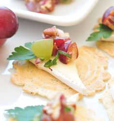 Brie with Grape & Pecan Relish on Crisps | 34 Degrees #recipes #34DegreesCrisps