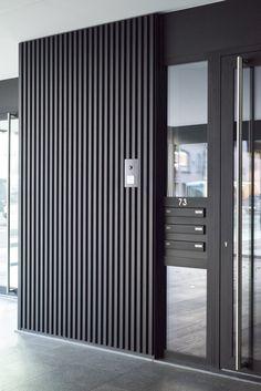I need this good-looking garage doors brick house Modern Entrance Door, Modern Garage Doors, Modern Entry, House Entrance, House Gate Design, Door Gate Design, Garage Door Design, Aluminium Cladding, Wall Cladding