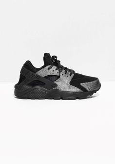 NIKE The Nike Air Huarache features a midsole with Air-sole unit for supreme, lightweight cushioning. Mesh, textile and synthetic leather are combined on the upper for a sleek, slightly retro design with good breathability.   Please note, this style runs small in size so it might be a good idea to order one size up from your measurement.