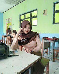 School Id, High School Girls, Hijabi Girl, Girl Hijab, Sweet Girls, Cute Girls, Hijab Teen, Beautiful Hijab Girl, Hijab Collection