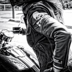 ♠️Harley Davidson Breakout ♠️ . . 過去picですよ〜♪ 「今日も1日お疲れワッケンロ〜」✨ . . ♥️♦️♥️♦️♥️♦️♥️♦️♥️♦️ . こちらコメントcloseにさせて頂きます。sorry 質問sorrycomment close sorry . 皆さん いつも暖かいお言葉、いいね、有難うございます✨ . 「Keep On Rock 'n Roll ✨❤️♬」 Candy . #hd #harleydavidson #harleylife #softail #fxsb #harleygirl #motolife #bikelife #girlsbiker #motorbike #touring #monotone #custom #bikergirl #bike #biker #skull #白黒 #バイクのある風景 #スカル #モノクロ #ハーレー女子 #バイク女子 #ツーリング #ハーレー #ブレイクアウト女子 #バイク #ブレイクアウト