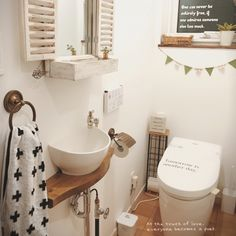 女性で、、家族住まいのバス/トイレについてのインテリア実例を紹介。「サニタリーに使いたくてタオルを新調しました。 タオル集め、最近のブームかも。 」(この写真は 2015-11-06 19:35:29 に共有されました)