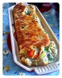 Ingredientes: - 1 cenoura grande cozida e cortada em cubinhos – 1/2 brocolis cozido e picado – 1 abobrinha (verde) pequena cortado em cubinhos – 1/2 cebola em cubos – 250ml de leite desnatado – 1 colher de sopa de farinha de trigo integral ou de aveia (eu usei farinha de beringela) – 3 claras em neve – 30g de queijo ralado (opcional) – sal, pimenta e noz moscada a gosto