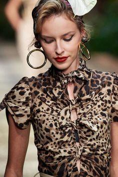 Dolce & Gabbana Spring 2020 Ready-to-Wear Fashion Show - Vogue Fashion Details, Look Fashion, Spring Fashion, Fashion Show, Fashion Outfits, Womens Fashion, Fashion Ideas, Dolce & Gabbana, Animal Print Fashion