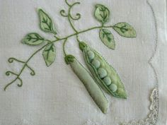 Embroidery: 3D Peas Pod, by Carolinens