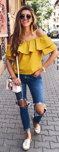50 Perfect Fall Outfits to Copy Right Now Vol. 2 / 24 Fall outfits ideas to winter fashion 2019 Cute Spring Outfits, Cute Outfits, Outfit Summer, Bright Yellow Tops, Look Jean, Mode Top, Casual Outfits, Fashion Outfits, Yellow Outfits