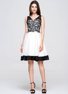 A-Line/Princess V-neck Knee-Length Taffeta Tulle Lace Homecoming Dress (022068031) - JJsHouse