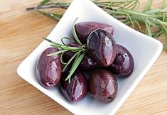 General Nutrition of Kalamata Olives Greek Olives, Preparation Des Olives, Tuna Nicoise Salad, Ketogenic Diet Food List, Can Dogs Eat, Cooking Recipes, Healthy Recipes, Eat Smart, Gastronomia