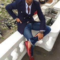 Un perfecto outfit para trabajar. Una combinación ganadora, azul y rojo. #ModaParaLosHombres #ModaparaHombres #Style #LifeStyle #FashionMen #Style4Men #MustHave #ColombianBlogger #Blogger #FashionBlog #MenBlog #Inspiration