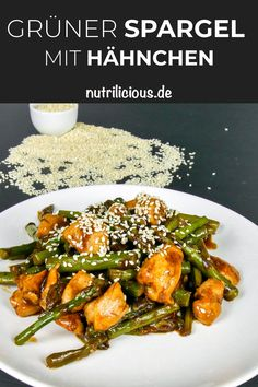 Low Carb: Grüner Spargel mit Hähnchen (Nur 279 Kalorien pro Portion) Low Carb: Green Asparagus with Chicken (Only 279 calories per serving) Law Carb, A Food, Food And Drink, Evening Meals, Eating Plans, Keto Snacks, Keto Dinner, Tofu, Risotto