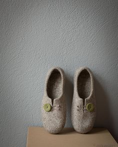 Women slippers Gift for her Comfort house shoes beige clogs with mossy green button Natural wool slippers Organic wool felted home shoes If you love fashion check us out. We're always adding new products for your closet! Felt Boots, Felted Slippers, Crocheted Slippers, Felt Cover, Wet Felting, Needle Felting, Handmade Felt, Felt Art, Crafts