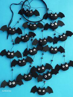 Felt Mobile with bats. van Kosucas op Etsy, €43.00