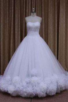 Fariy Tulle Strapless Ball Gown Wedding Dress With Floral Detail UK8078 Ball  Dresses 7c53ebd6ef98