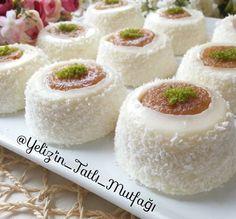 Tiramisu Cupcakes, Sorbet, Mini Cheesecakes, Vanilla Cake, Coco, Food Art, Granola, Deserts, Food And Drink