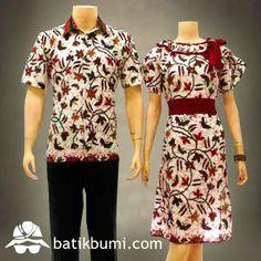Batik Sarimbit Dress Kode : SD 033 (Rp 175.000)  Dress batik dengan model kerah sabrina rempel, tali pita di samping, lengan pendek daun, kerut belakang, sabuk bisa dilepas. Ukuran Wanita :Panjang 92 cm,Lebar 50cm Ukuran Pria :XL (Panjang 80cm dan  Lebar 58cm)          L (Panjang 76cm dan  Lebar 56cm) Bahan Batik : Katun. Motif Batik : Cakar. Warna : Putih Kombinasi Merah Berat : 5 ons  Berminat, silahkan sms di  085 72811 9423 atau 02712014901 PIN BB: 31770048 Whatsapp : 02712014901