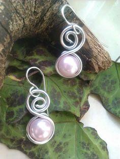 Pearl Earrings Wire Wrapped earrings Dangle Earrings Elegant Earrings  Dangle Wrapped Jewellery Silver Earrings Gif for her Mira este artículo en mi tienda de Etsy: https://www.etsy.com/es/listing/497466636/pendientes-de-cuentas-acrilicas-perlas
