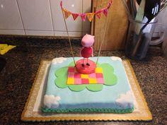 Torta de cumpleaños de 4 para Renata  #pepapig #cake #birthday #tortadecumpleaños Cake, Desserts, Food, Tailgate Desserts, Deserts, Kuchen, Essen, Postres, Meals