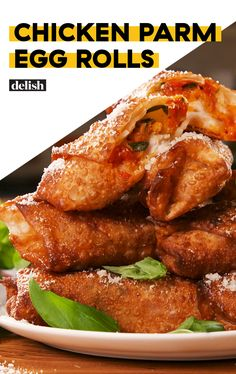 Chicken Parm Egg Rolls Chicken Parm Egg Rolls = Chicken Parm On The GoDelish Wonton Recipes, Egg Roll Recipes, Appetizer Recipes, Chicken Recipes, Dinner Recipes, Dinner Ideas, Chicken Egg Rolls, Chicken Spring Rolls, Cooking Chinese Food