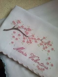 how to do brazilian embroidery stitches Hand Embroidery Videos, Hand Embroidery Flowers, Baby Embroidery, Silk Ribbon Embroidery, Hand Embroidery Patterns, Vintage Embroidery, Embroidery Thread, Cross Stitch Embroidery, Machine Embroidery