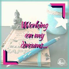Vanmiddag neem ik even de tijd om te dromen en te werken aan het plannen van mijn dromen. Immers.. het nieuwe jaar staat voor de deur dus fijn om even terug te kijken en weer vooruit te gaan.  Hoe bereid jij je voor op het nieuwe jaar?  #dromen #plannen #ondernemen #insta31daybrandboost #nieuwjaarnieuwemogelijkheden #terugblik #groeien