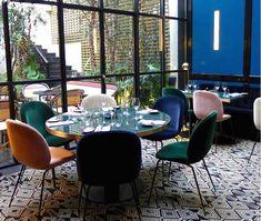 Vinn to flotte designstoler - Franciskas Vakre Verden Aarhus, Conference Room, Dining Chairs, House, Furniture, Home Decor, Decoration Home, Home, Room Decor