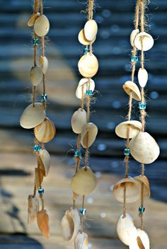 {Treibholz Muschel Hanf und Kristall Suncatching Windspiel}  Dieses umweltfreundliche Windspiel werden schöne hängende vor Ihrer Haustür, auf Ihrer Terrasse, in Ihre Strand-Themenzimmer, in Ihrem Garten, etc. suchen. Das Windspiel wurde gebaut, mit einem Stück natürliche Treibholz, Hanf, Hinweis-Kristall-Perlen und Muscheln, die mit natürlichen bereits vorhandenen Löchern gefunden wurden. Treibholz und Muscheln wurden in Coral Cove & Carlin-Park in Jupiter, Florida gefunden.  Maße: Treibholz…