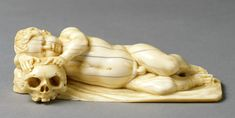 Sleeping Cherub with Skull, Netherlands (?), 17th century, ivory, 4.3 x 14 x 5.7, Inv. B 154 © Rheinisches Bildarchiv