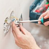 Mise en sécurité d'une installation électrique : http://www.maisonentravaux.fr/electricite/installation-electrique/remise-normes-electriques/