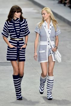 Chanel 2015 S/S Paris Ready-to-Wear, Catherine McNeil and Estilo Hippie Chic, Hippy Chic, Catherine Mcneil, Fashion Week, Fashion Show, Fashion 2015, Karl Lagerfeld, Gisele Bündchen, Image Fashion