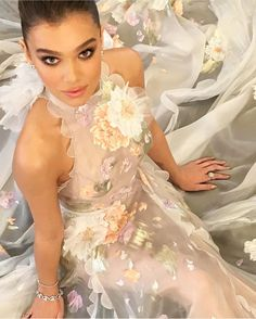 "32 curtidas, 4 comentários - 💗Ukulele💗 (@ukulelefashion) no Instagram: ""WOW @haileesteinfeld looks the absolute dream in @ralphandrusso 😍 #oscars2017 #bestdressed"""