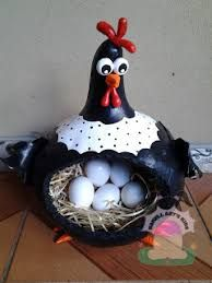 this would be o cute to hold farm fresh eggs when I get some laying hens .this would be o cute to hold farm fresh eggs when I get some laying hens Clay Crafts, Fun Crafts, Diy And Crafts, Arts And Crafts, Gourd Crafts, Decorative Gourds, Hand Painted Gourds, Chicken Crafts, Chicken Art