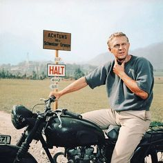 "When McQueen Escapes - Durango - - Quand McQueen s'évade Steve Mc Queen in ""The Great Escape"". Steven Mcqueen, Steve Mcqueen Style, Poster Retro, The Great Escape, American Actors, Cafe Racers, Good Movies, Movie Stars, Hollywood"