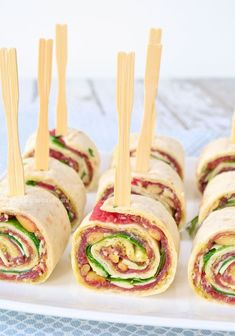 Carpaccio wraps (Laura's Bakery) I Love Food, Good Food, Yummy Food, Snacks Für Party, Happy Foods, Appetisers, High Tea, Finger Foods, Food Inspiration