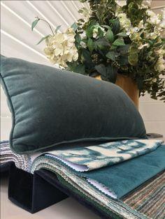 TOQUE AVELUDADO | O veludo  é indispensável quando se quer aquecer a decoração com sofisticação e suavidade. Especialmente nas almofadas! #almofadas #decoracao #SpenglerDecor