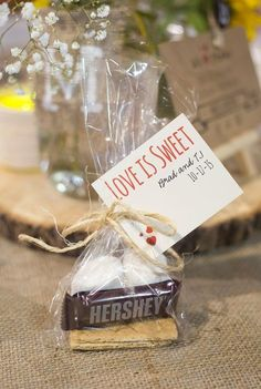 20 Choosing Wedding Decorations on a Budget Fall wedding favors Wedding Souvenirs For Guests, Wedding Favors And Gifts, Winter Wedding Favors, Creative Wedding Favors, Inexpensive Wedding Favors, Wedding Decorations On A Budget, Cheap Favors, Fall Wedding, Smore Wedding Favors