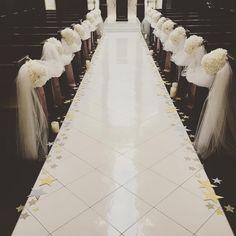 「. wedding report 3 バージンロード . バージンロードの両端にはテーマである星を散りばめました。 . @kokoni_0601 さんで購入した星と、 お友達が作ってくれた星。 持参のLEDキャンドルも並べました。 もうほんとに可愛くて最高でした! これはやってよかった(;ω;)…」